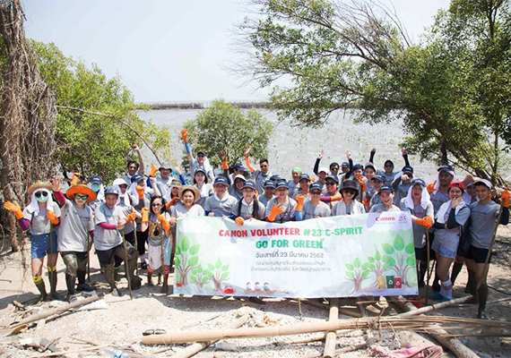 Canon Group in Thailand plants mangroves and collects waste to restore the environment of Thai Gulf Coast