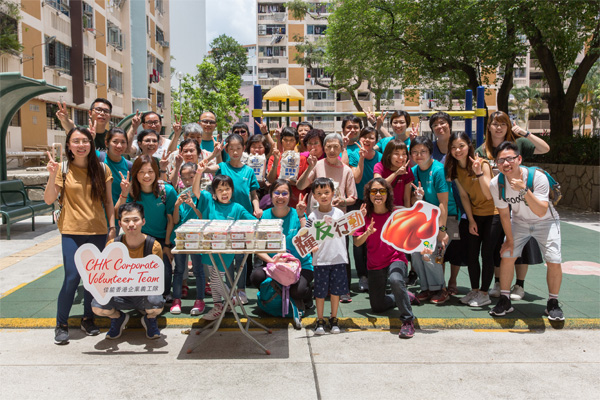 佳能香港與民社合力製作愛心飯盒轉贈長期捐贈食物的檔主